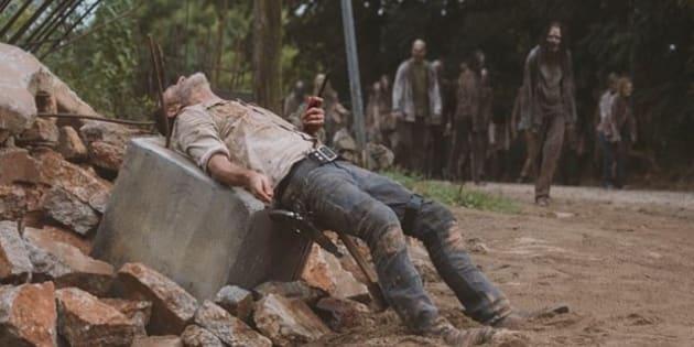 Episódio 4 terminou com Rick ferido e horda de 'walkers' se aproximando de Rick Grimes.
