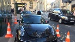 Il gare mal sa Porsche, elle se fait exploser par les