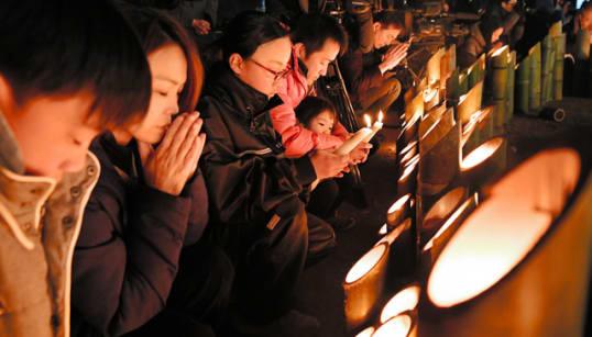 阪神淡路大震災から24年 竹灯籠に祈りの灯火