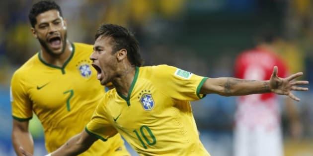 Neymar e Hulk comemoram estreia vitoriosa contra Croácia em 2014. E agora, contra a Suíça, no dia 17 de junho: Como será?
