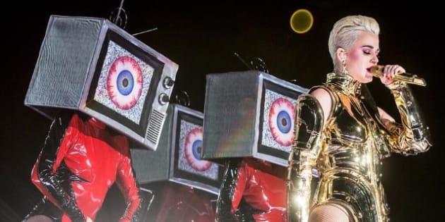 """Katy Perry levou os fãs à loucura com show da turnê """"Witness"""" em Buenos Aires."""