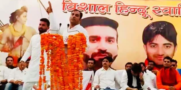 UP Navnirman Sena chief Amit Jani introduces Hariom Sisodia, accused of lynching a Muslim ironsmith, at an election rally in Mathura, Uttar Pradesh on October 14, 2018.
