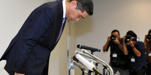 記者会見の冒頭、謝罪する日産自動車の西川広人社長=19日午後7時4分、横浜市西区、北村玲奈撮影