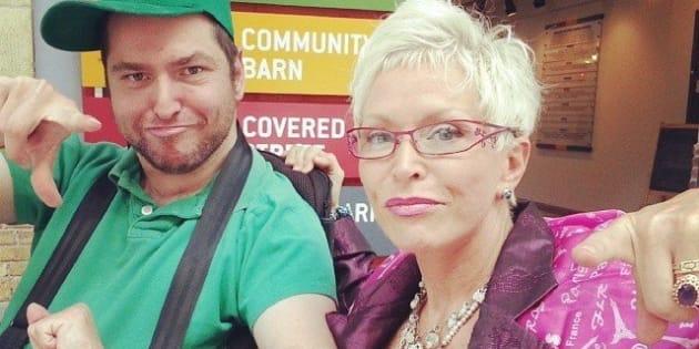 Andrew Gurza e sua madre Sher