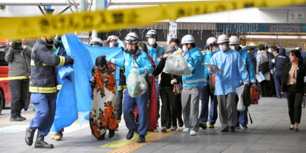 体調不良者が相次ぎ、騒然とするJR和歌山駅周辺=2019年1月9日午後2時51分、和歌山市、片田貴也撮影