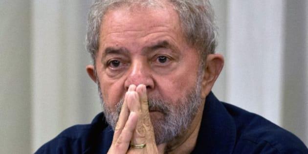 O ex-presidente Lula está preso desde sábado (7).
