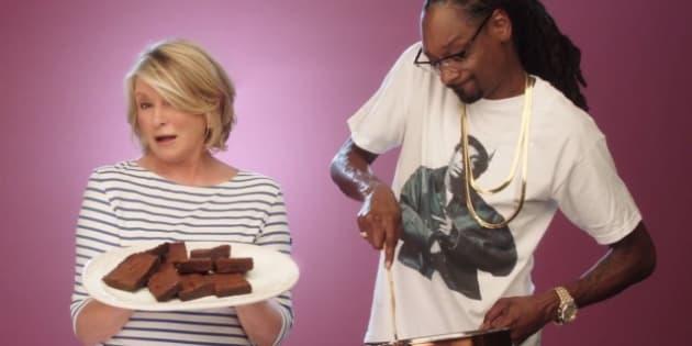 """Martha Stewart et Snoop Dogg pour l'émission """"Potluck Dinner Party""""."""