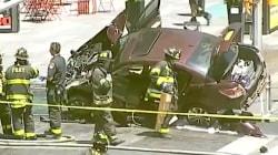 VIDÉO - Les premières images de la voiture ayant foncé sur la foule à Times