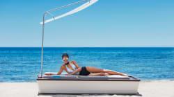 Ce matelas de plage high-tech a un brumisateur de crème solaire et bien d'autres