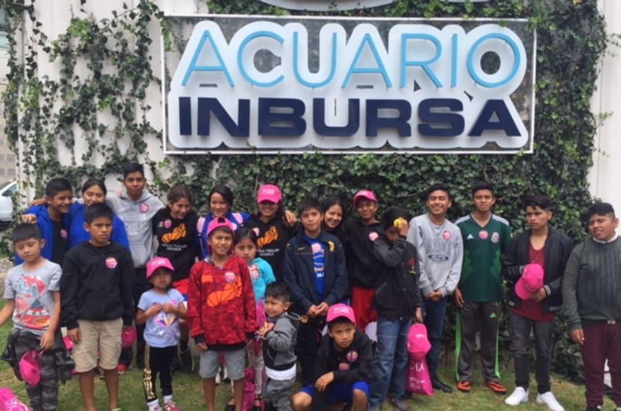 La segunda generación de los Campeones Descalzos de la Montaña de paseo en el Acuario Inbursa, el 13 de agosto de 2018.