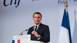 Au dîner du Crif, Macron promet de renforcer la lutte contre la