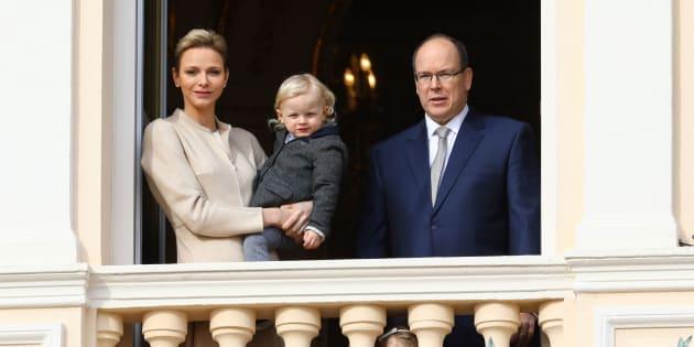 El príncipe Alberto de Mónaco, la princesa Charlene y sus hijos, en una imagen de febrero de 2017.