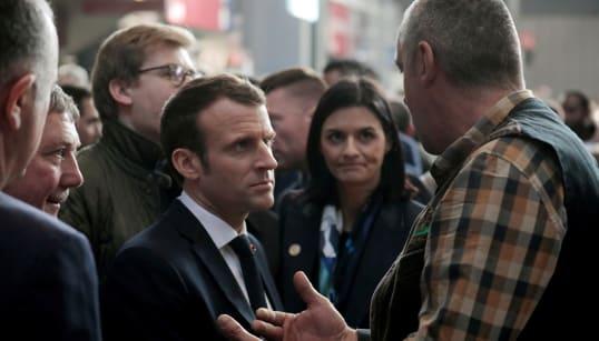 Macron rejoue le grand débat au Salon de l'agriculture et accumule sérieusement le