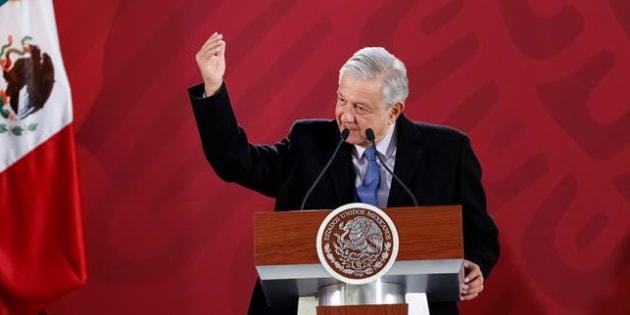 El presidente de México, Andrés Manuel López Obrador, habla durante su rueda de prensa matutina, hoy en el Palacio Nacional, en Ciudad de México (México). EFE