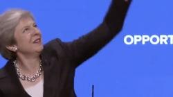 Theresa May se lanza a bailar a ABBA y la cosa no puede salir