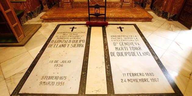 Las tumbas de Gonzalo Queipo de Llano y su esposa, en una pequeña capilla de la basílica macarena.