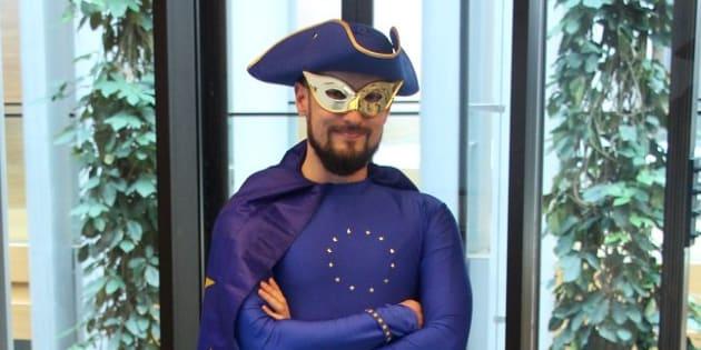 Cette année, Captain Europe est censé vous faire aimer les élections européennes.