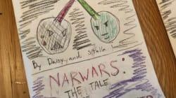 Une fillette dessine une BD
