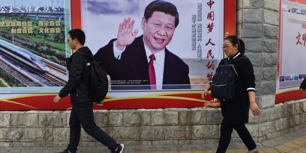 Les gens ordinaires se disent que le président Xi est le premier à agir avec force pour contrer le fléau dont ils étaient témoins et souvent victimes, et cette action est à la base de sa popularité personnelle.