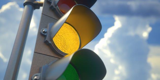 Multa per semaforo rosso valida anche con giallo