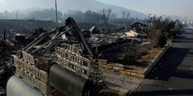 Des maisons brûlées à Bonsall en Californie le 8 décembre 2017.