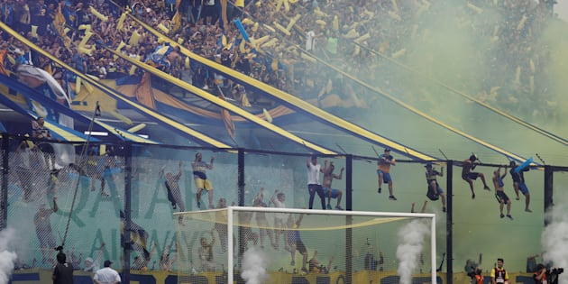Aficionados de Boca Juniors en el partido de ida de la final de la Copa Libertadores en el estadio de La Bombonera.