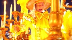 Il faut que vous voyiez Stéphane Bern en courtisan sur un char au carnaval de
