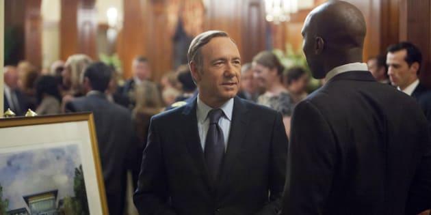 Na primeira temporada de 'House Of Cards', o parlamentar Francis Underwood é assediado pelo lobista Remy Danton.