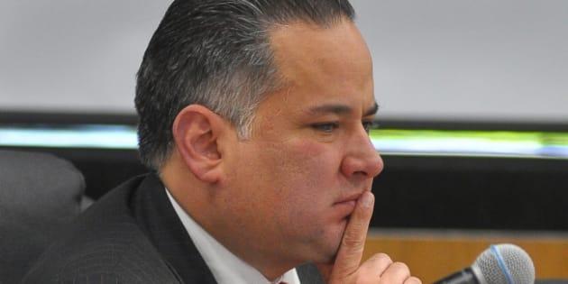 El jefe de la Unidad de Inteligencia Financiera de la Secretaría de Hacienda, Santiago Nieto Castillo, se reunió junto con otros funcionarios federales ante los integrantes de la Tercera Comisión de la Comisión Permanente del Congreso de la Unión para explicar la estrategia de combate el robo de combustible. NOTIMEX/FOTO/ALEJANDRO GUZMÁN/AGH/POL/ <p>