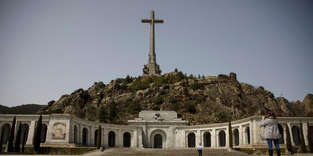 """Le premier ministre espagnol va remplacer le mausolée de Franco par un """"mémorial des victimes du fascisme""""."""