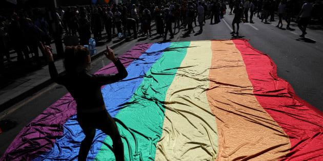 """""""Bissexual é invisibilizado porque é visto como pessoa em cima do muro, entre hétero e gay, hétero e lésbica."""""""