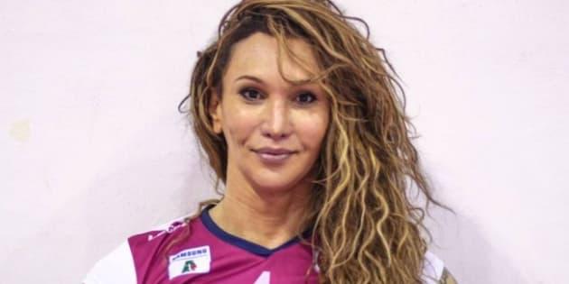 Tifanny é a primeira transexual brasileira a receber autorização da Fivb para jogar entre as mulheres.