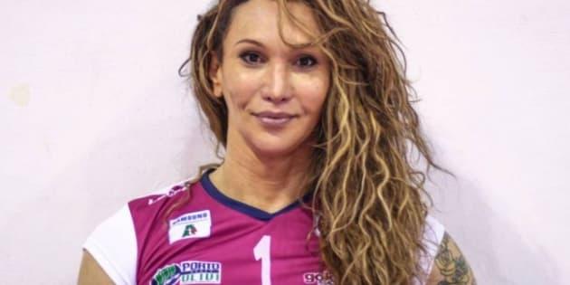 Tiffany Abreu, 34 anos, foi a primeira transexual a entrar em quadra por uma partida oficial da Superliga, principal campeonato de vôlei do Brasil.