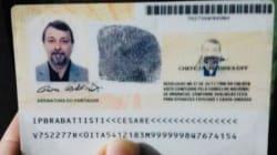 Cesare Battisti nel carcere di Oristano, in cella da solo e per sei mesi in isolamento