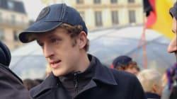 L'écrivain Édouard Louis en tête d'un cortège de gilets jaunes à