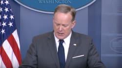 Sean Spicer dio una conferencia de prensa con comida en los dientes y el internet no se