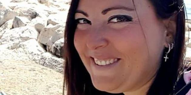 Mandata a casa dall'ospedale, muore a 36 anni. Doveva sposarsi tra pochi mesi