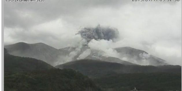 噴火後の口永良部島(気象庁の監視カメラ画像より)