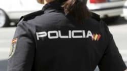 Dos policías salvan la vida a una niña de 2 años que se atragantó con una gominola en plena
