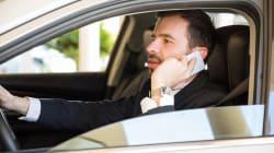 Dietrofront sul raddoppio delle sanzioni per chi parla al telefono mentre guida. Salta anche l'obbligo dei seggiolini