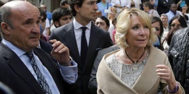 El exgerente del PP de Madrid, Beltrán Gutiérrez, con Esperanza Aguirre, en una foto de 2014.