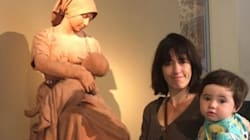 Il museo le chiede di coprirsi mentre allatta il figlio. Lei posta una foto e mette tutti a