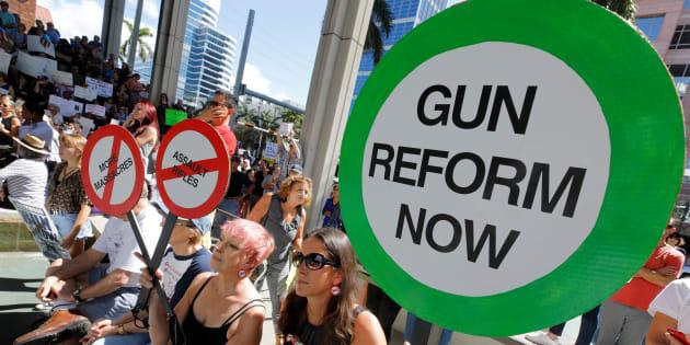 Aux États-Unis, le Congrès de Floride a voté une loi pour armer certains enseignants.