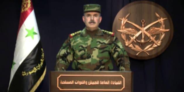 Militar não-identificado da Síria lê nota oficial das Forças Armadas. Essa imagem foi obtida com a agência Sana.