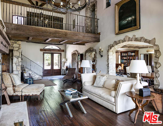 Mel Gibson lists house in mountains above Malibu