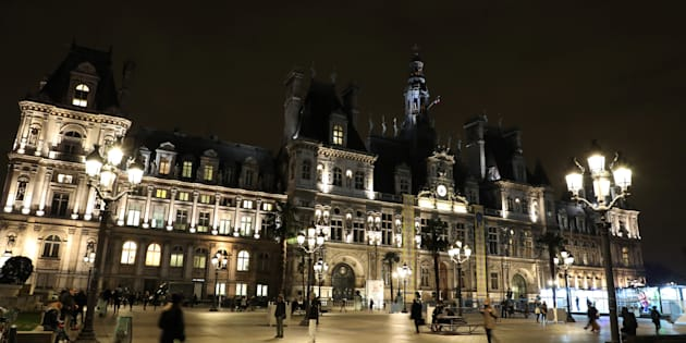 Paris va héberger des SDF dans des mairies, dont l'Hôtel de Ville.
