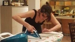 Elisa Isoardi stira le camicie il venerdì
