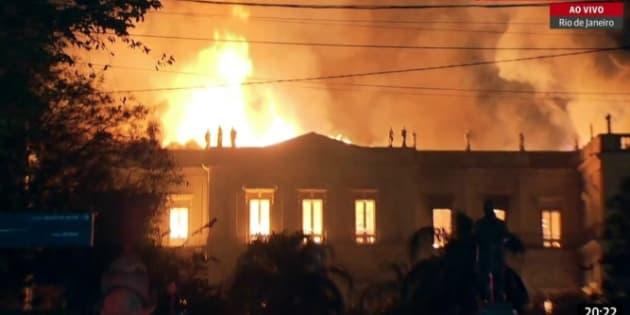 Musée National de Rio de Janeiro dévoré par un incendie