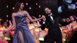 WATCH: Shah Rukh Khan Grooved To 'Jabra Fan' With Deepika & Madhuri In The Most SRK Way