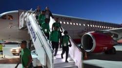 Un moteur de l'avion des joueurs de l'Arabie saoudite prend